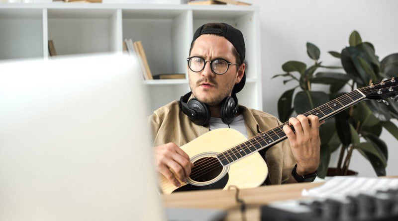 Guide To Connecting A Guitar To A Computer