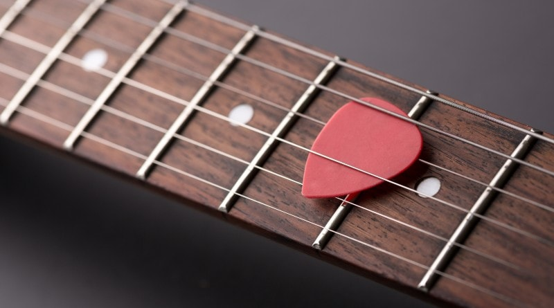 Guitar string fret buzz