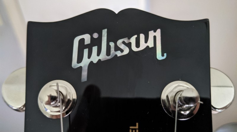 How To Spot A Fake Gibson Les Paul - Headstock Logo Text